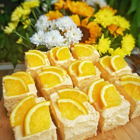 Kremasti kolač s vanilijom i narančom